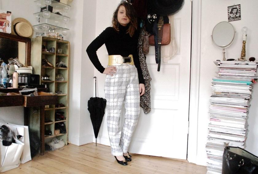 0dfbd466c7f Bukser: 2ndhand, sko: vintage, bluse: Isabell Kristensen, bælte: vintage  fra Paris